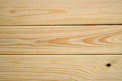 Nya rena plankor av granen och sörjer trä - texturerad bakgrund, closeup Royaltyfri Bild