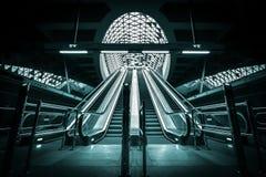 Nya rulltrappor byggde en gångtunnelstation Arkivbild