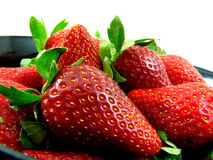 nya saftiga jordgubbar Arkivfoton