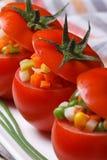 Nya saftiga tomater fyllde med en sallad av grönsaker Fotografering för Bildbyråer