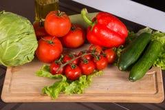 Nya salladgrönsaker - fotofrome över fotografering för bildbyråer