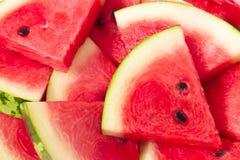 Nya skivor av den röda vattenmelon Royaltyfri Bild