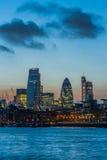 Nya skyskrapor av staden av London på solnedgången 2014 Arkivfoton