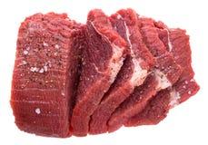 Nya snitt av rått nötköttkött med kryddor Royaltyfria Bilder