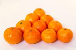 Nya tangerin i en biljardtriangel på tabellen Royaltyfria Bilder
