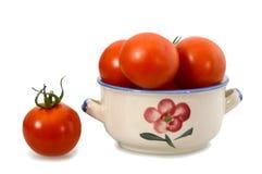 Nya tomater i en bunke Royaltyfri Foto