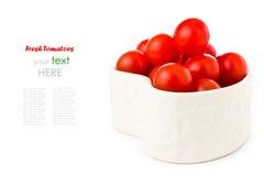 Nya tomater i en hjärtaform Royaltyfri Fotografi