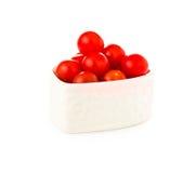 Nya tomater i en hjärtaform som isoleras på vit Royaltyfri Bild