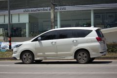 Nya Toyota Innova Crysta royaltyfri fotografi