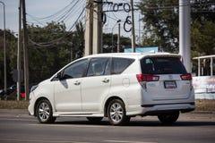 Nya Toyota Innova Crysta royaltyfria foton