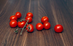 nya trätabelltomater för Cherry Arkivfoton