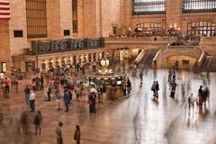 nya USA york Augusti 31, 2017: Huvudsaklig Hall Grand Central Station Terminal inre sikt Folkpendlingssträcka som arbetar i rörel Arkivfoton