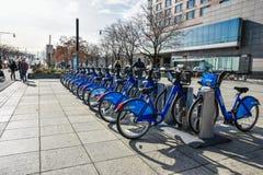 nya USA york Service för Citi cykelhyra på Hudson River Greenway Arkivfoto