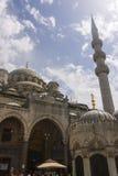 Nya Valide Sultan Mosque på en solig dag Arkivfoto