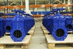 Nya vattenrörledningar med ventilen på materiel Royaltyfria Foton