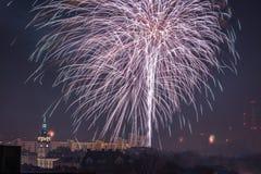 Nya Year's helgdagsaftonfyrverkerier i Bielsko-Biala, Polen royaltyfri bild