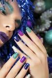 Nya Year& x27; s-manikyr och makeup royaltyfri fotografi