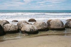 Nya Zealand's berömda Moeraki stenblock (Kaihinaki) Arkivfoto