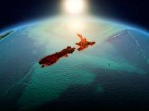 Nya Zeeland i soluppgång från omlopp Royaltyfri Bild
