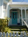 Nya Zeeland: klassiskt tillträde för Auckland villahem royaltyfri foto
