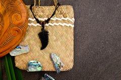 Nya Zeeland - themed objekt för maori - ormbunkebladhänge, träM Royaltyfria Bilder