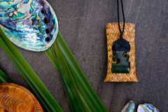 Nya Zeeland - themed objekt för maori - pounamugreenstonehänge Arkivfoton