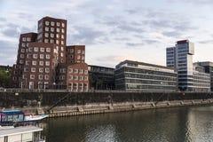 Nya Zollhof byggnader i massmedia härbärgerar i Dusseldorf, Tyskland Royaltyfria Bilder