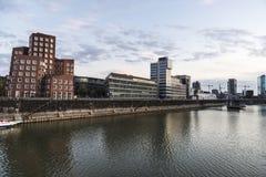 Nya Zollhof byggnader i massmedia härbärgerar i Dusseldorf, Tyskland Arkivfoto