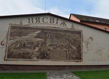 Nyasvizh老镇的拉长的地图在房子的墙壁上的 免版税图库摄影