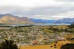 Nyazeeländsk stad för sjöWanaka berg Fotografering för Bildbyråer
