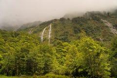 Nyazeeländska vattenfall nära Homer Tunnel Arkivfoton