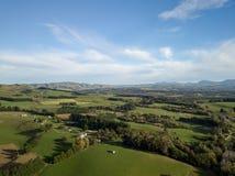 Nyazeeländskt landskap, flyg- punkt av siktsjordbruksmarker arkivbild