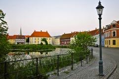 Nyborg, Funen bij Schemer Stock Fotografie