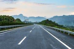Nybyggd huvudväg Arkivfoto