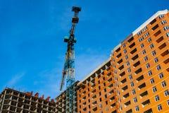 Nybygge under konstruktion med tegelstenarbete Fotografering för Bildbyråer