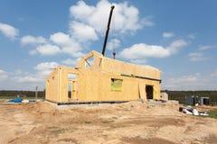 Nybyggnad av ett hus/inramade nybyggnad av ett hus/byggande av ett nytt hus från jordningen upp Arkivfoto