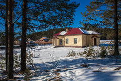 Nybyggt förorts- hus Arkivfoton