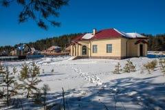 Nybyggt förorts- hus Arkivfoto