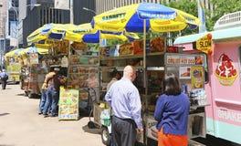 NYC午餐时间供营商 免版税库存图片