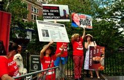 NYC: Επιδεικνύοντες της αντι-Christine Quinn σε μια πολιτική συνάθροιση Στοκ φωτογραφίες με δικαίωμα ελεύθερης χρήσης