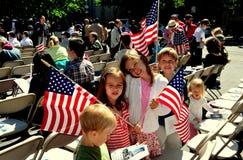 NYC: Παιδιά με τις αμερικανικές σημαίες Στοκ εικόνες με δικαίωμα ελεύθερης χρήσης