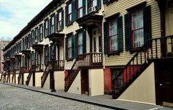 NYC: Дома строки террасы Sylvan деревянные Стоковая Фотография