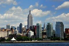 NYC;  Западные горизонт и Эмпайр Стейт Билдинг села Стоковое Фото