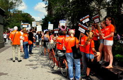 NYC: Политическая кампания вызывается добровольцем с знаками Стоковая Фотография RF