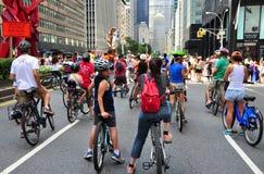 NYC :公园大道的自行车骑士 库存图片