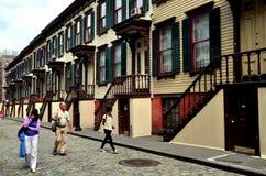 NYC :参观1882斯尔烷行的游人 免版税图库摄影