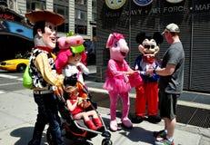 NYC :时代广场迪斯尼人物 免版税库存图片