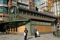 NYC :第72个街道地铁报亭 库存图片