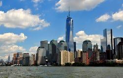 NYC :降低与世界贸易中心一号大楼的曼哈顿地平线 免版税库存图片