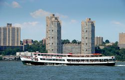 NYC : 圈子线路在哈得逊河的渡船 库存照片